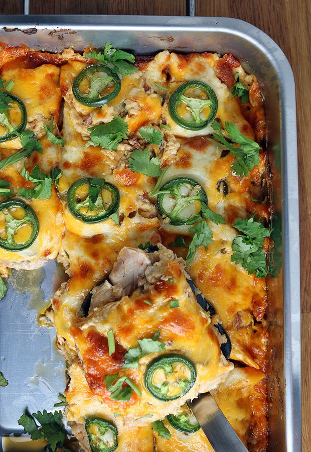 Delicious & Easy Buffalo Chicken Jalapeno Popper Casserole | Shared via www.ruled.me/