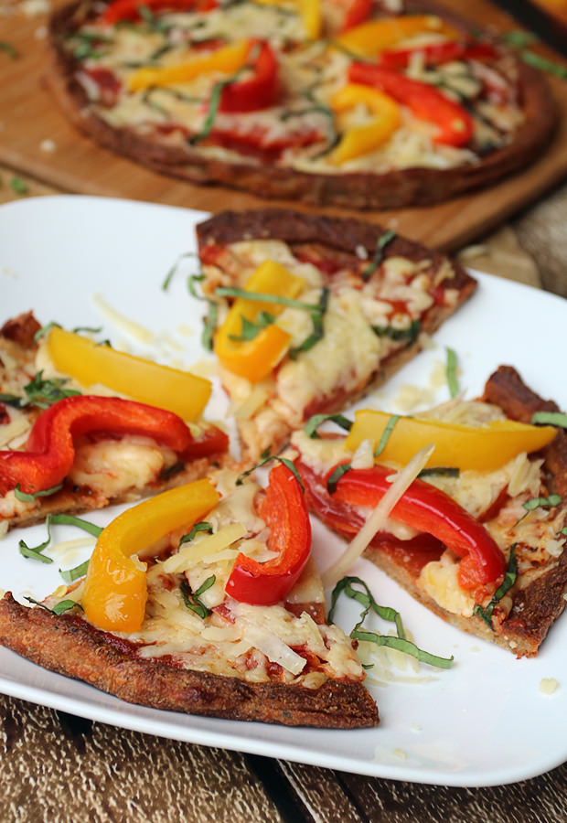 Fresh Bell Pepper Basil Pizza | Shared via www.ruled.me
