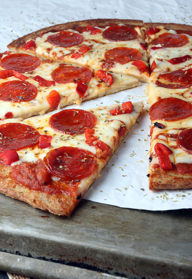Get your love of pizza taken care of with this #LowCarb Pepperoni Pizza! Shared via Ruled Me