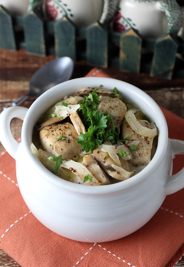 Creamy Tarragon Chicken that's ready in under 20 minutes! Shared via www.ruled.me/