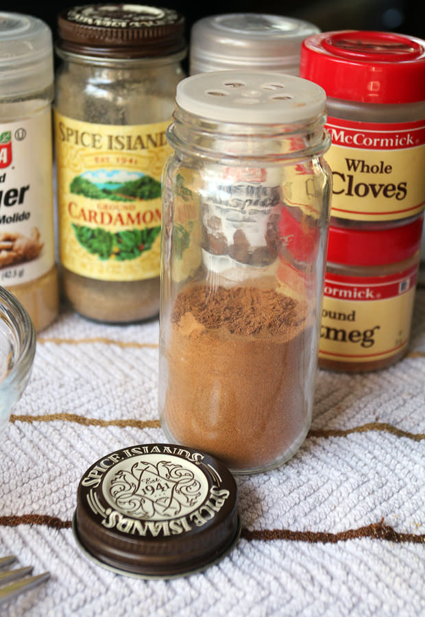 Homemade Pumpkin Pie Spice | Pinned via www.ruled.me/