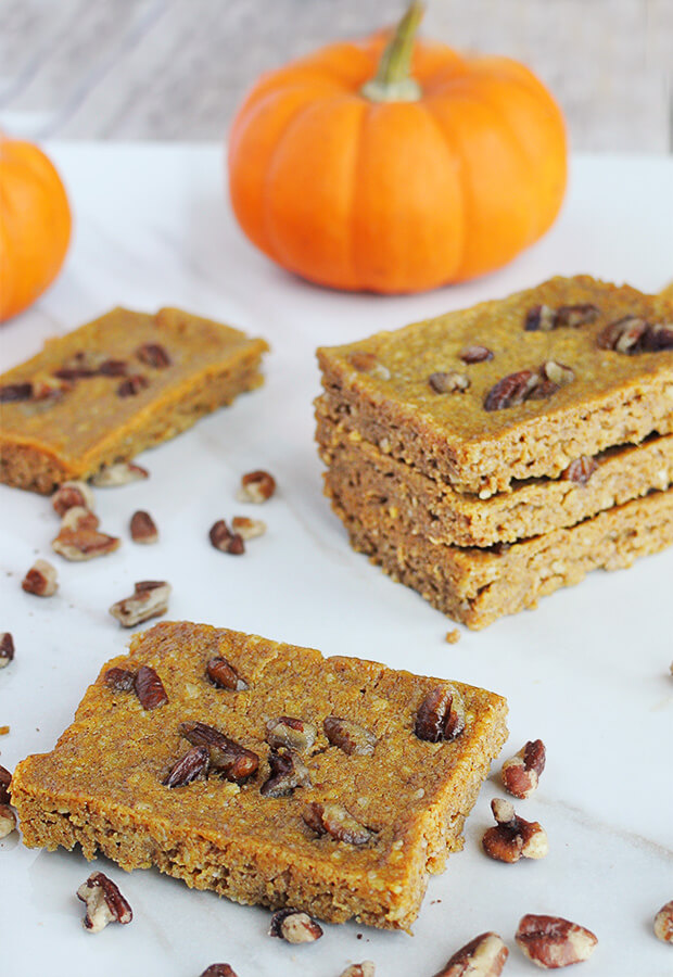 A perfect treat that everyone in the family can enjoy: Keto Pumpkin Pie Blondies. Shared via //www.ruled.me/
