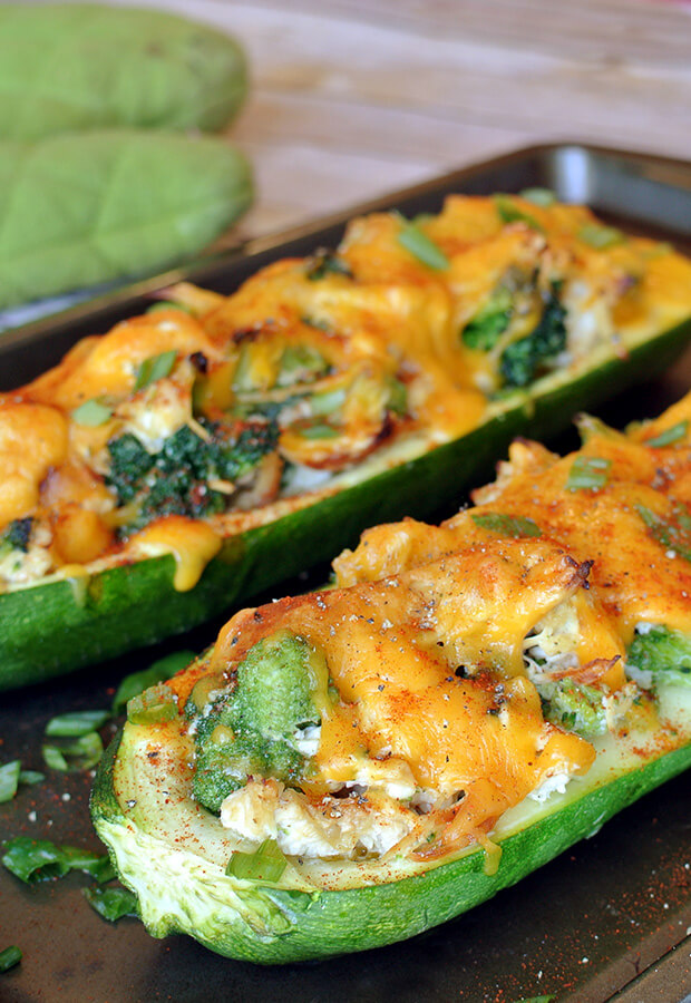 A delicious and nutrient rich lunch will bring you back and wanting seconds! Check out the Broccoli Chicken Zucchini Boats shared via //www.ruled.me/