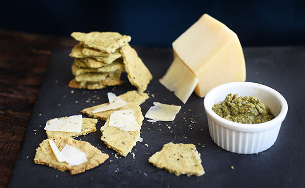 pesto keto crackers