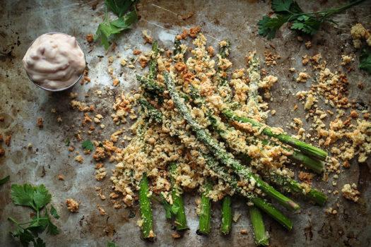 Batatas fritas de aspargos com pimenta vermelha Aioli