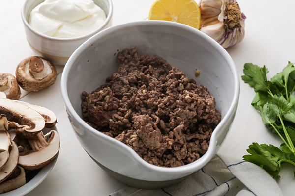 Crumbled cooked beef in a bowl.