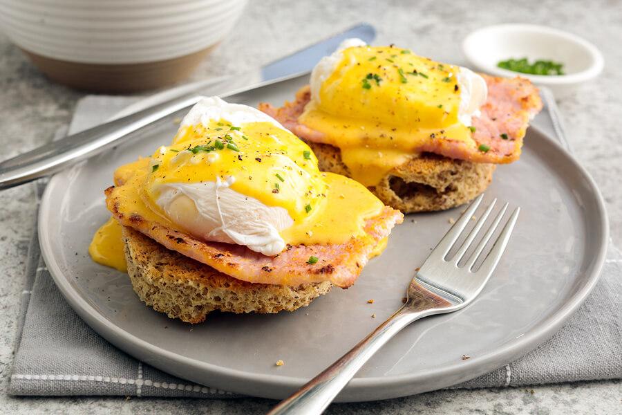 Keto Eggs Benedict Featured