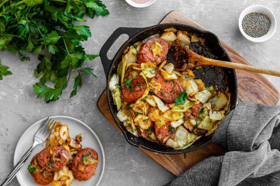 Сковорода с капустной колбасой