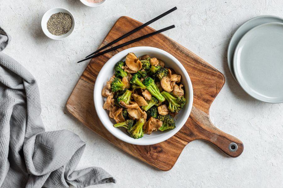 Keto Chicken, Mushroom, & Broccoli Stir Fry